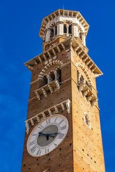 イタリア、ヴェローナのトーレデイランベルティで見る