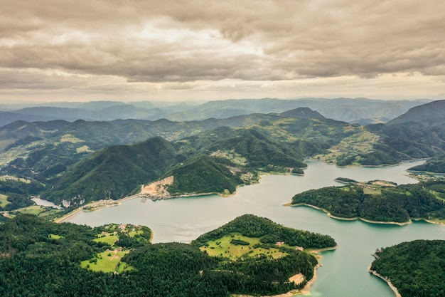 セルビアのタラ山からzaovine湖での眺め