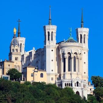 Vista della basilica di notre dame de fourviere, lione, francia