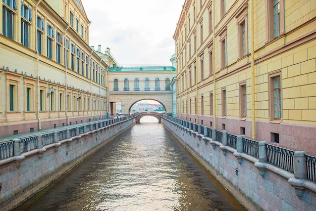 View of canal in beautiful city in saint petersburg. buildings from both sides of the river.