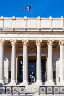 Vista del palazzo di giustizia a lione, francia