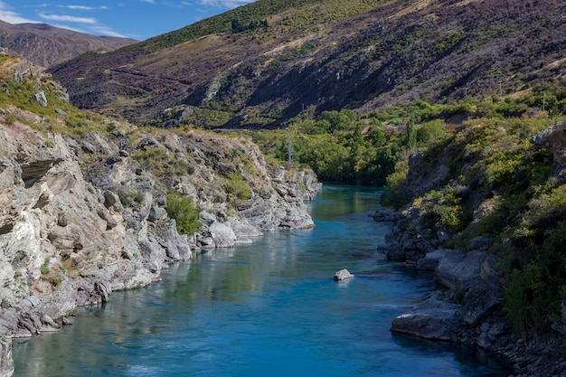 ニュージーランドのカワラウ川渓谷を見下ろす