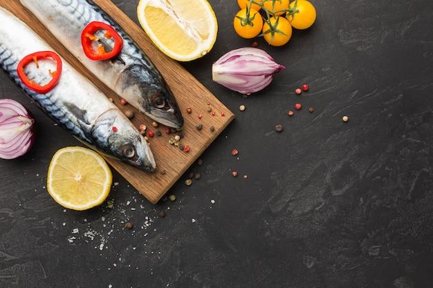 Sopra la cornice di pesce cibo vista con spazio di copia
