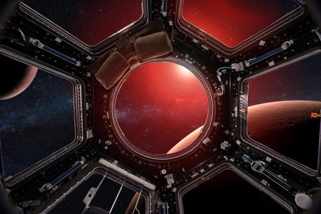 Вид из иллюминатора космической станции на марс элементы этого изображения, предоставленного наса
