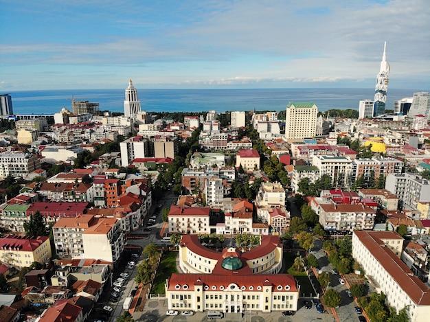 Вид сверху на городской пейзаж и горизонт