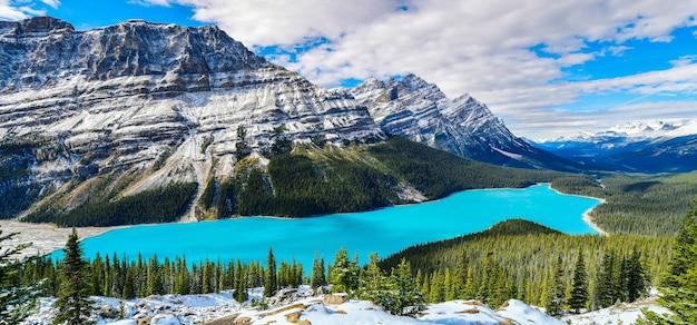 밴프 국립공원(banff national park)에 있는 페이토 호수(peyto lake)의 보우 서밋(bow summit)에서 바라본 캐나다 알버타