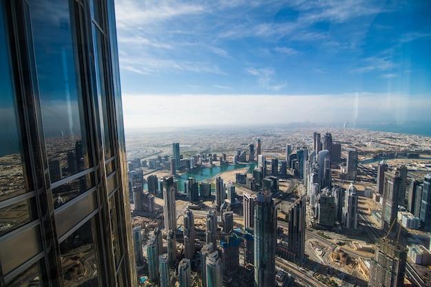 아랍 에미리트 연방에있는 버즈 칼리파 타워에서보기