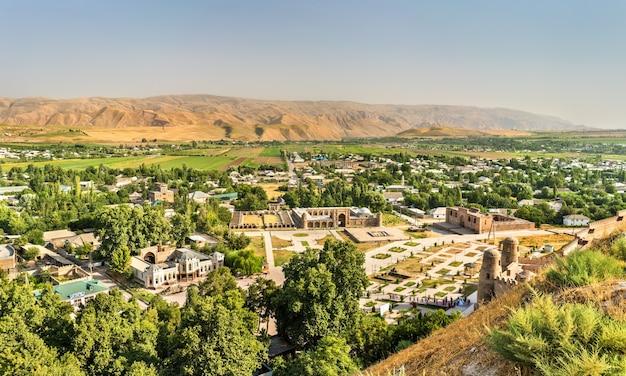 中央アジア、タジキスタンの歴史要塞からの眺め