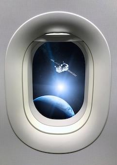 우주선이 우주로 발사되는 현창 창에서보기