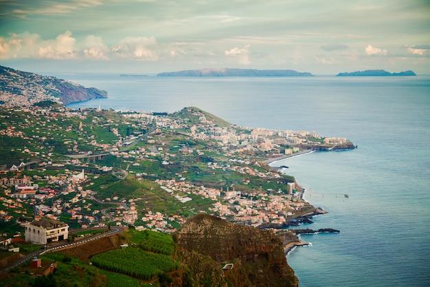 フンシャル、マデイラのカボジラオ崖からの眺め
