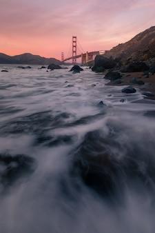 샌프란시스코, 캘리포니아에있는 마샬의 해변에서 골든 게이트 브리지에서보기