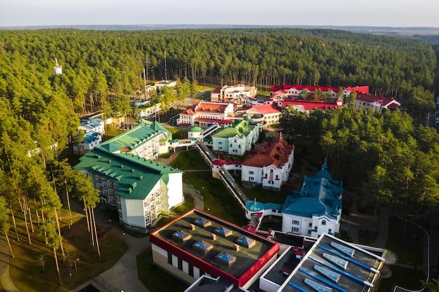 Вид с высоты на осенний санаторий ружанский в беларуси