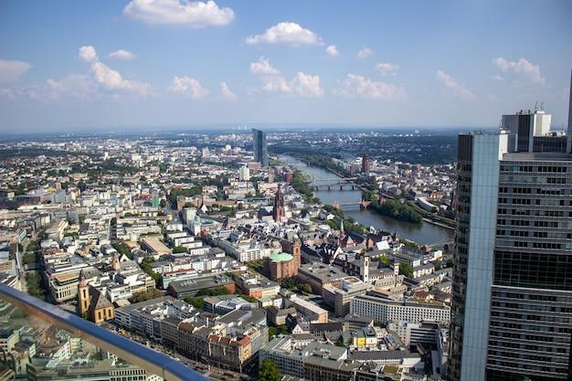 ドイツ、フランクフルトアムマインのメインタワーからの眺め。