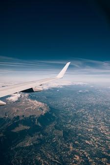 이탈리아 아 페니 네 산맥의 비행기 창에서보기