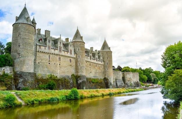 Josselin´s 성, 프랑스 브리트니의 아름 다운 마을의 강변에서 볼