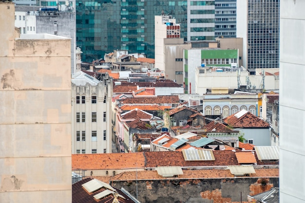 리오 데 자네이로 브라질의 중심에있는 건물 꼭대기에서 볼 수 있습니다.