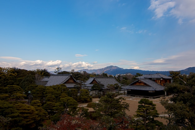 京都の二条城の壁からの眺め