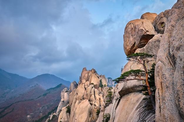 울산 바위 바위 정상에서 볼 수 있습니다. 설악산 국립 공원, 사우스 코레아