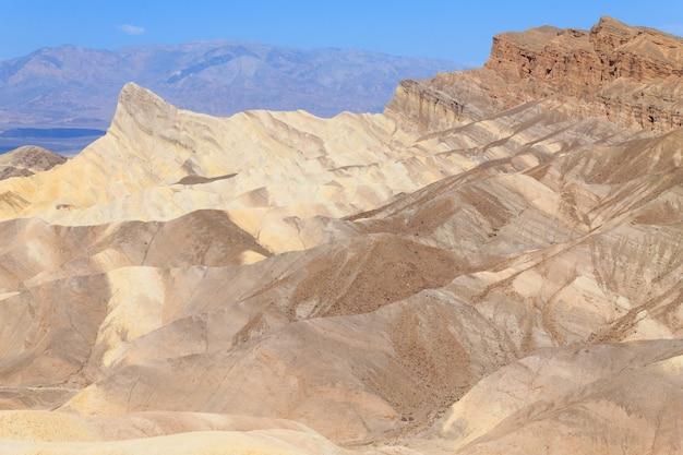 カリフォルニア州ザブリスキーポイントからの眺め
