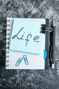 Sopra vista la vita nota scritta sulla superficie grigia scuola colore lavoro college office business team photo work