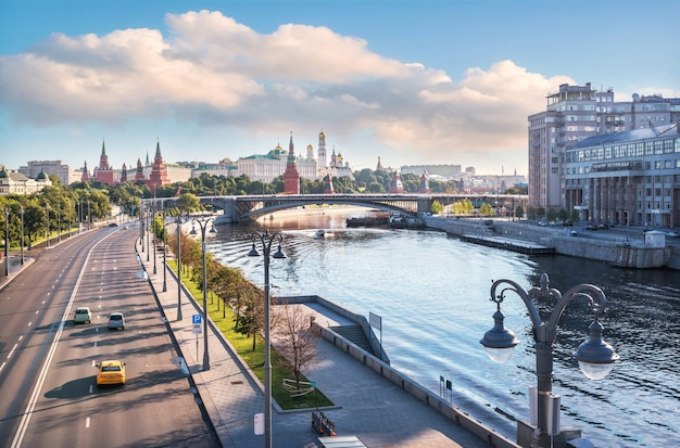 View of the moskva river and the moscow kremlin from the patriarchal bridge in the morning sun. inscription: variety theater