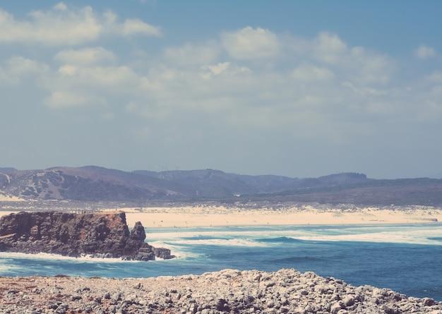 유럽 여행 휴가 및 여름 개념의 아름다운 해안선 대서양보기 귀하의 성능.