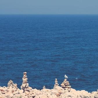 유럽 여행 휴가 및 여름 개념의 아름다운 해안선 대서양보기 완벽한 휴가지