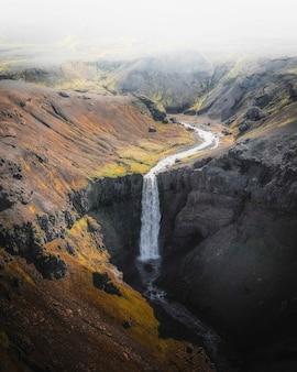아이슬란드 하이랜드에 있는 폭포의 전망