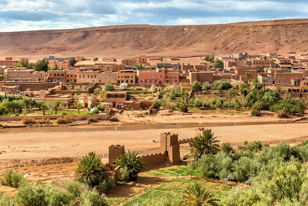 Вид на деревню айт-бен-хадду, объект всемирного наследия в марокко