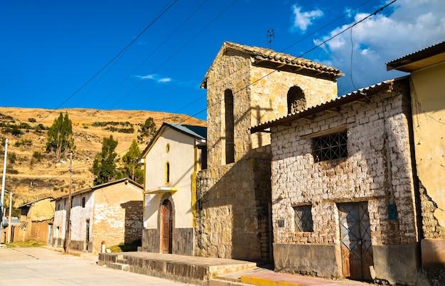 안데스 산맥의 전형적인 페루 마을인 안타코차의 전망