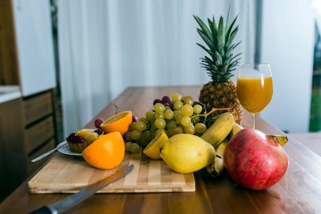 並べ替えの異なる果物の眺め