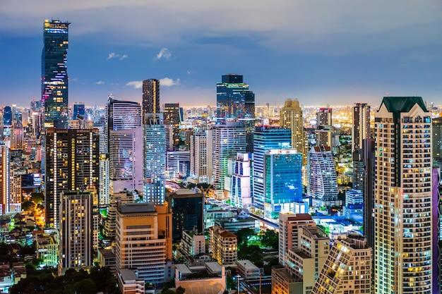 Вид на город бангкок ночью, таиланд