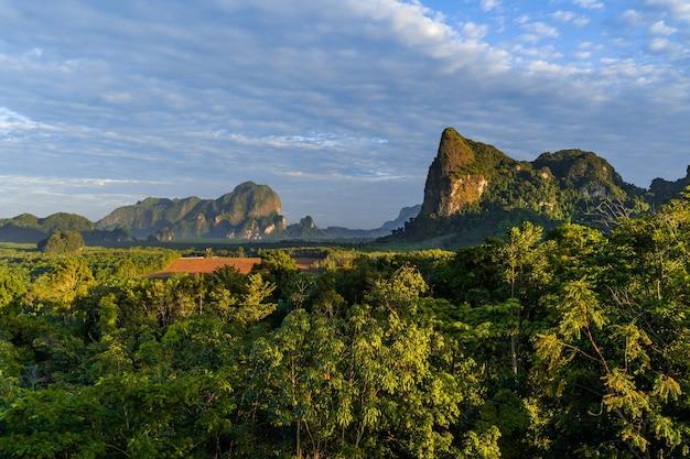 Din daeng doi, 끄라비, 태국에서 아름다운 런 라이즈와 아침 빛의 전망