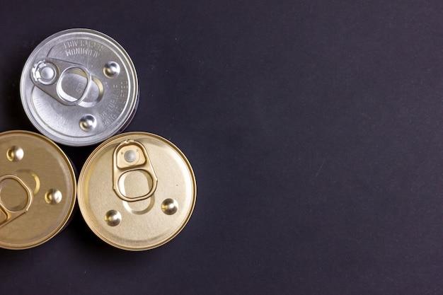 キャットフードの缶詰の様子缶詰の食品碑文の空きスペース