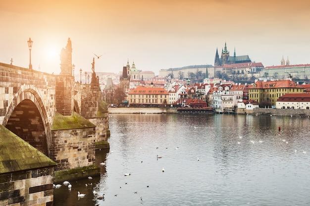 チェコ共和国プラハのカレル橋、旧市街、プラハ城の眺め