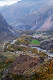 Katuyaryk 패스에서 chulyshman 강 계곡의 전망. 알타이, 러시아