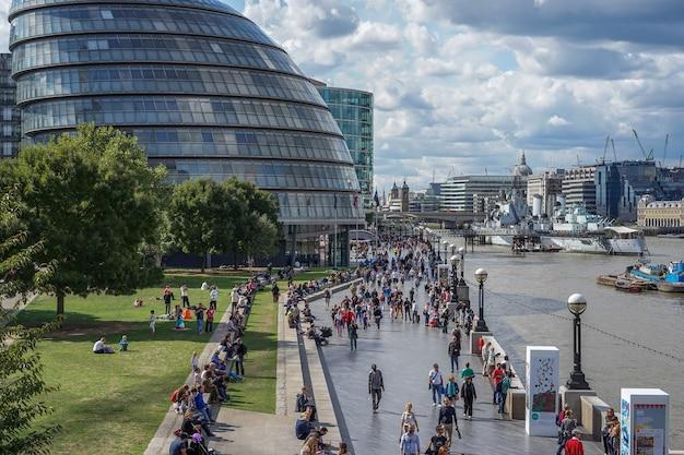 런던 시청과 산책로의 전망