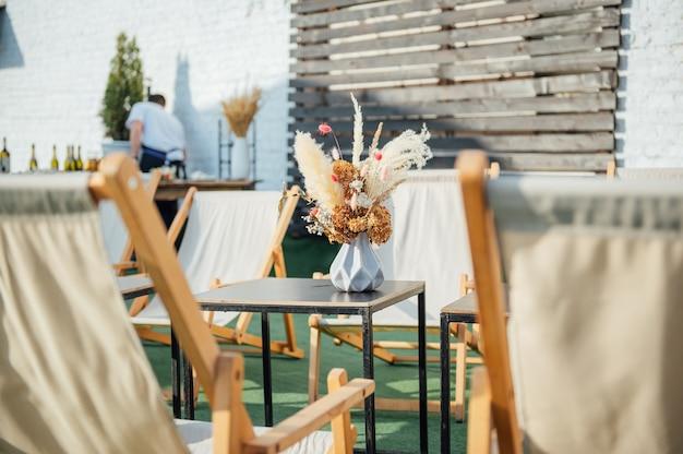 옥상에 있는 아늑한 카페 야외의 전망