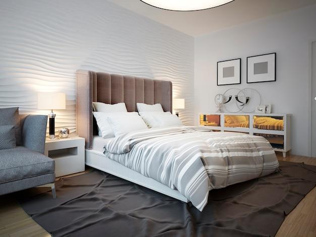 Вид на дизайнерскую кровать в современной спальне.
