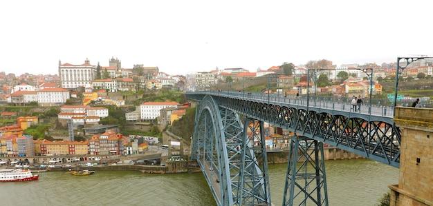 Вид на мост dom luis в порту