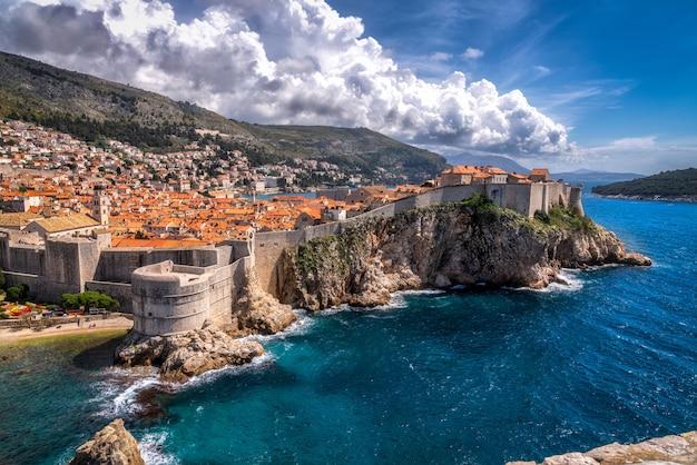 크로아티아의 두브 로브 니크와 아드리아 해의보기