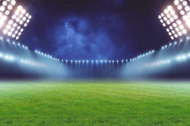Вид пустого освещенного футбольного поля ночью
