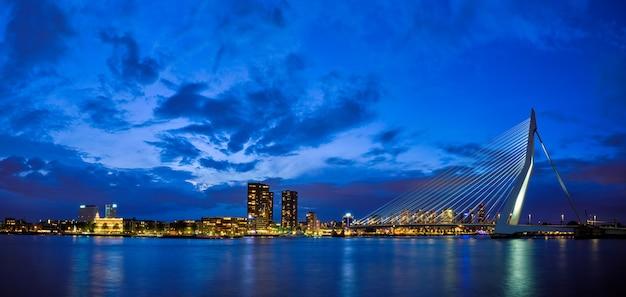 エラスムス橋エラスムス橋とロッテルダムのスカイラインロッテルダムオランダの眺め
