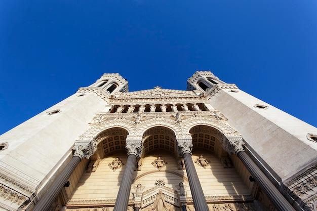 リヨン市の有名な大聖堂の眺め