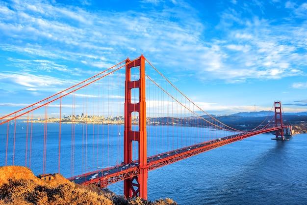Вид на знаменитый мост золотые ворота в сан-франциско, калифорния, сша