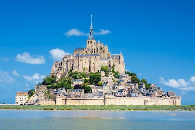 有名なモンサンミッシェル、フランス、ヨーロッパの眺め。
