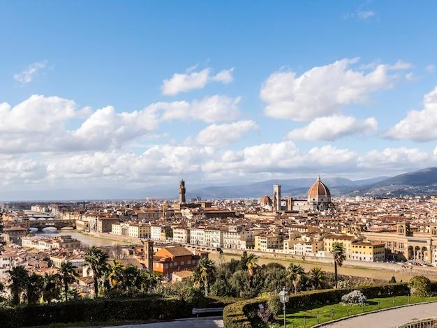 フィレンツェ大聖堂のドームが見えるフィレンツェ市の眺め、イタリア、ヨーロッパ