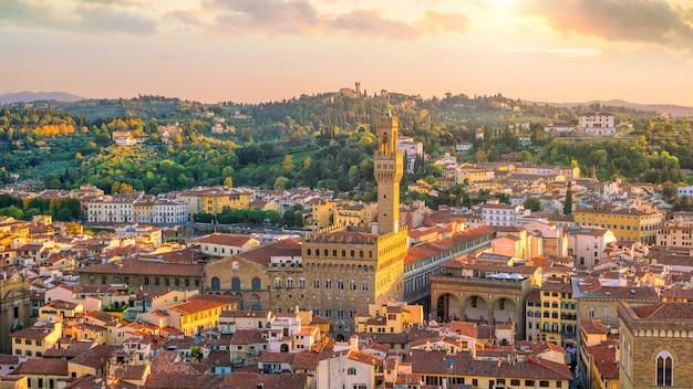 イタリアの平面図からのフィレンツェのスカイラインの眺め