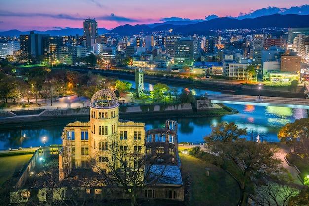 原爆ドームのある広島のスカイラインの眺め。日本のユネスコ世界遺産