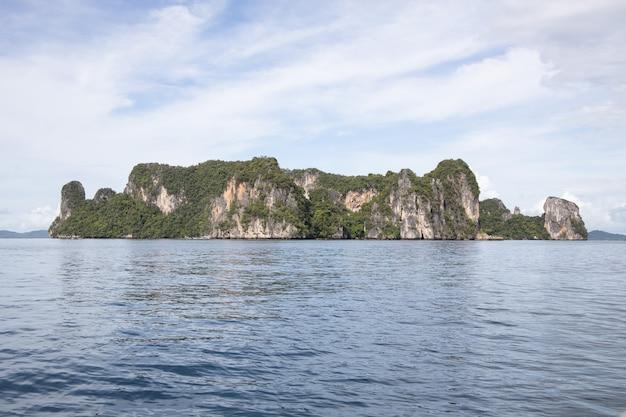 クラビのホン島の眺め